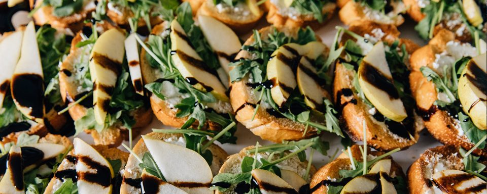 pear-arugula-crostini-with-balsamic-glaze-featured-image
