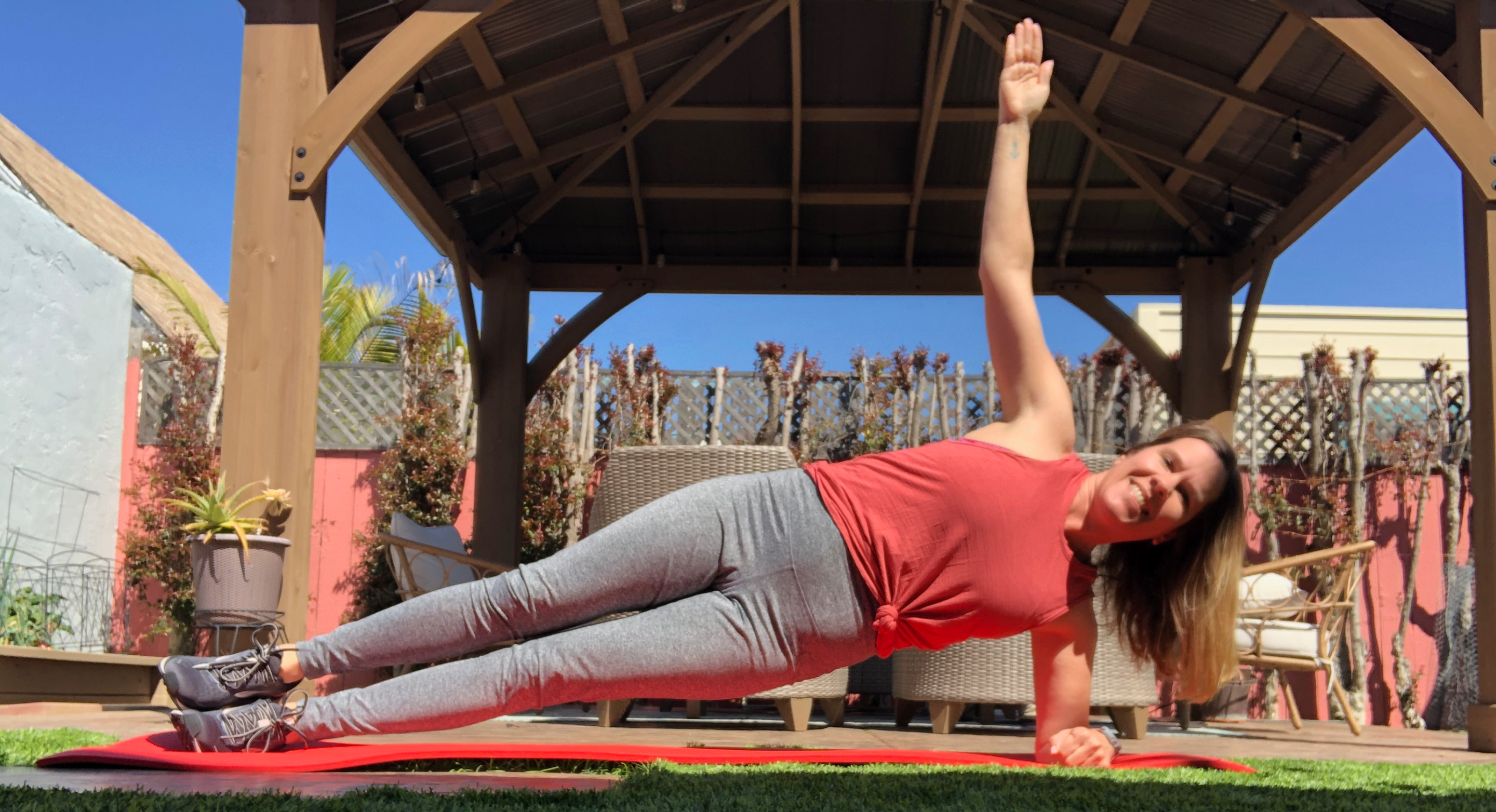iFit Member Amy Smith does an abs workout
