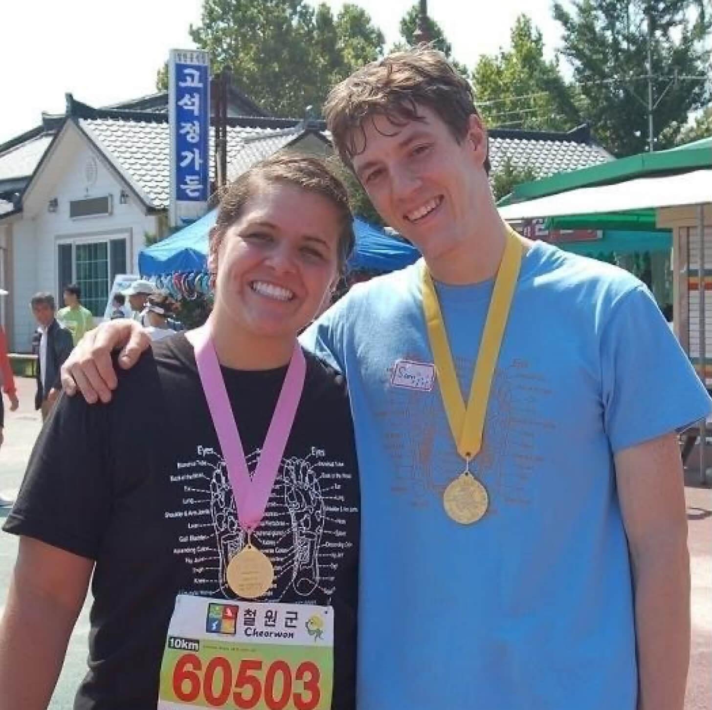 iFIT Member Amanda Hoffer does a running workout